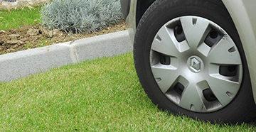 водитель припарковался на газоне