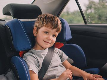 С какого возраста ребенку разрешено ездить на переднем сидении автомобиля