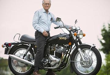мотоцикл и пенсионер